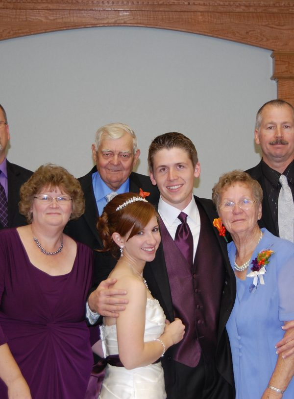 How To Plan Family Formals: Wedding Pictures