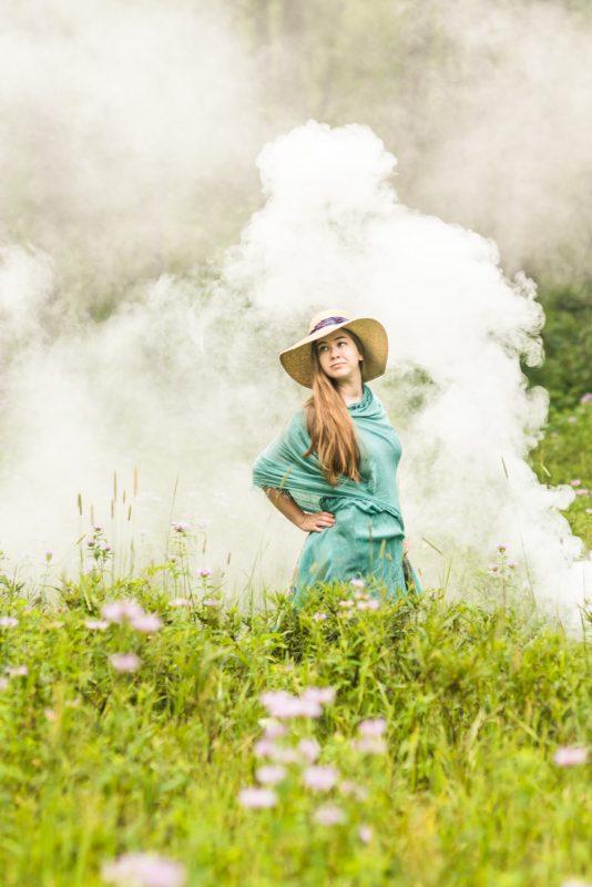 high school senior girl smoke bomb portraits, smoke bomb photography, smoke bomb photos, smoke bombs