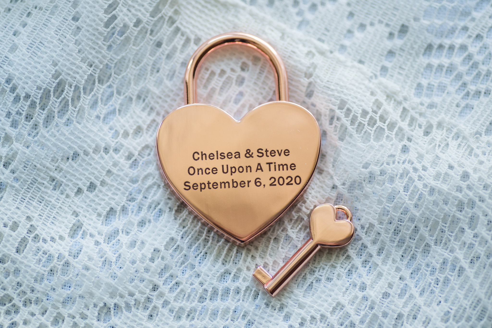 wedding details with love lock, chamberlins ole forest inn wedding
